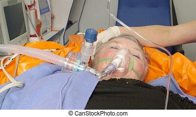 patient, urgence, monde médical, femme, ambulance, personne agee, réception, avancé, soin