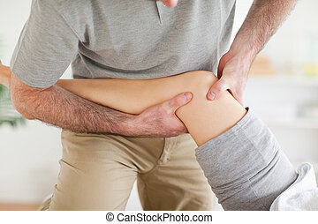 patient's, костоправ, колено, massaging