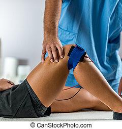 patient's, electrodes, позиционирование, стимуляция, терапевт, электрический, колено, физическая, therapy.