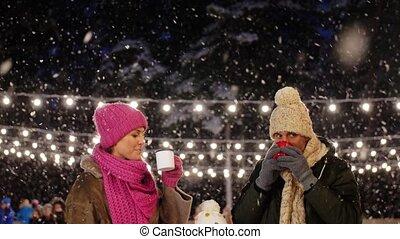 patinage, thé, heureux, patinoire, boire, famille, chaud