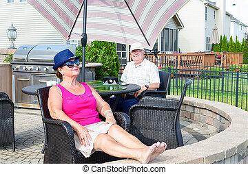 patio, couple, upmarket, personnes agées, délassant