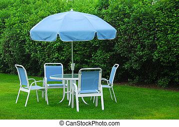 Patio furniture on lawn - Patio furniture on green lawn
