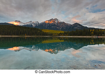 Patricia Lake and Pyramid Mountain, Canada - Patricia Lake ...