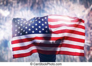 patriottico, holiday., giovane, guardando, fireworks.
