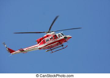 patrulha, helicóptero, de, bombeiros, em, céu azul, sobre, um, fogo, 1