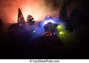 patrullero, perseguir, un, coche, por la noche, con, niebla, fondo., 911, respuesta emergencia, patrullero, exceso de velocidad, a, escena, de, crime.