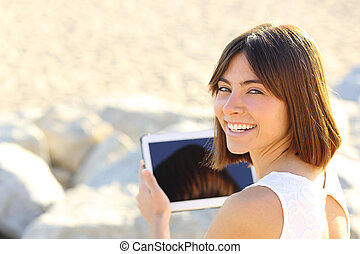 patrząc, aparat fotograficzny, kobieta, tabliczka, używając