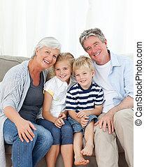patrząc, aparat fotograficzny, rodzina, szczęśliwy