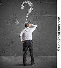 patrząc, biznesmen, pytanie, zażenowany, marka