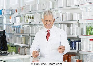 patrząc, kantor, recepta, papier, aptekarz