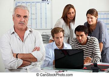 patrząc, komputer, ludzie
