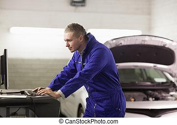 patrząc, mechanik, komputer