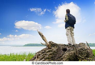 patrząc, odległość, turysta