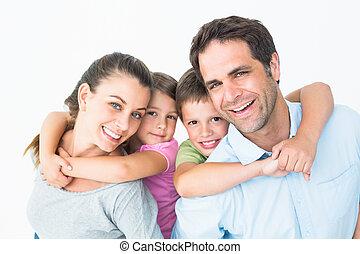 patrząc, uśmiechanie się, aparat fotograficzny, razem, rodzina, młody