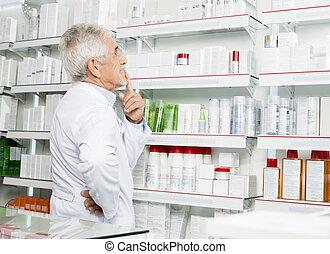 patrząc, zamyślony, farmaceuta, senior, pozbywa się
