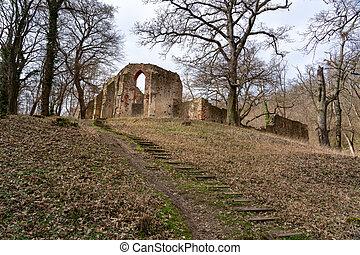 Pauline monastery ruin on the hungarian hiking trail near Badacsony in Salfold .