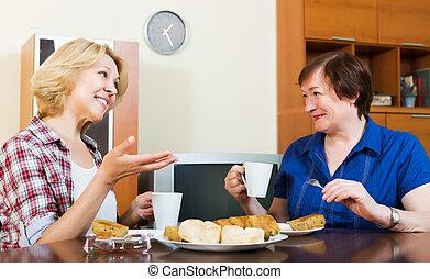 pausa, durante, sorrindo, bebendo, conversando, coffe, colegas