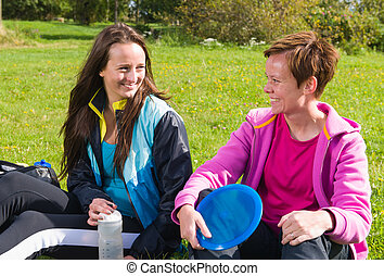 Women keeps pause during the disc golf game
