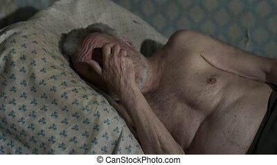 pauvre, maison, homme, vieux, dormir