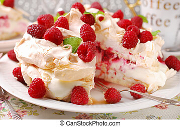 pavlova cake with raspberries - meringue pavlova cake with...