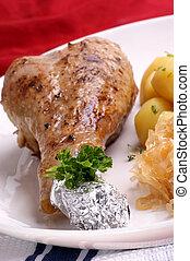 pavo, asado parrilla, pata de pollo, chucrut, papa