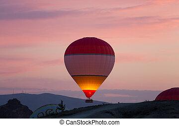 pavo, ballon, encima, sunrise., aire, caliente, cappadocia