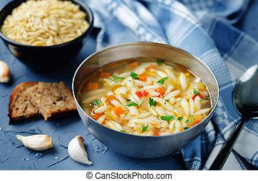 pavo, orzo, vegetales, sopa
