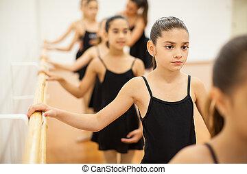 payant, peu, danse, attention, filles, classe