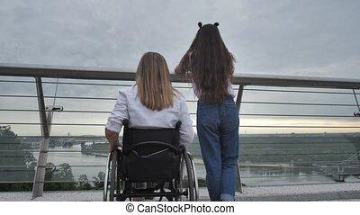 paysage, handicapé, maman, girl, pont, apprécier