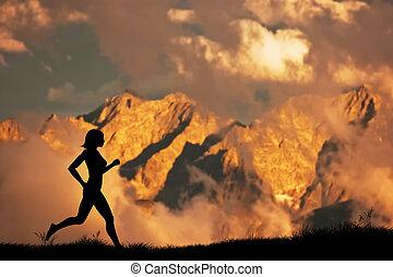 paysage, montagnes, femme, silhouette, jogging, coucher soleil, courant