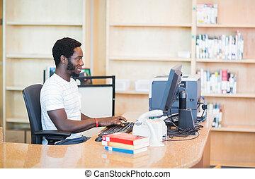 pc, bibliotecario, biblioteca, trabajando, escritorio