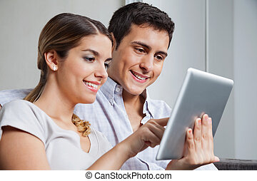 pc, couple, jeune, tablette