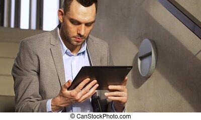 pc, escalier, bureau, tablette, homme affaires