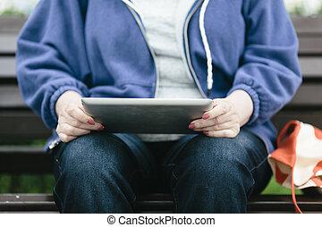 pc, femme aînée, tablette