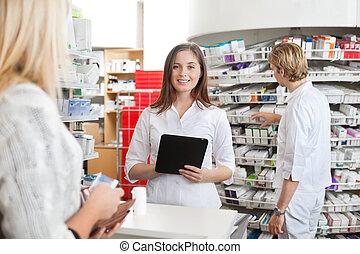 pc, femme, pharmacien, tenue, tablette