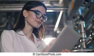 pc, femme, tablette, fonctionnement, usine