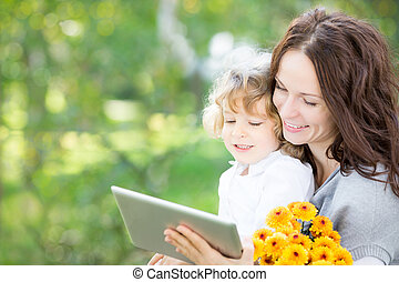 pc, gelukkige familie, tablet, gebruik