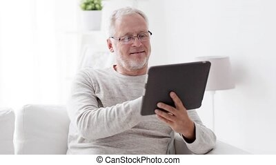 pc, homme aîné, tablette, maison