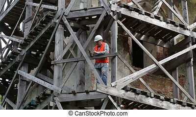 pc, ouvrier construction, tablette