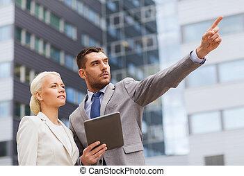 pc, serieuze , zakenlieden, tablet, buitenshuis