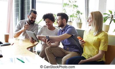 pc, smartphones, tablette, equipe affaires