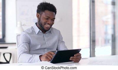 pc, sourire, tablette, bureau, homme affaires