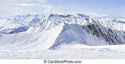 peaks stretching far beyond the horizon