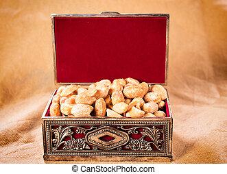 Peanuts in box