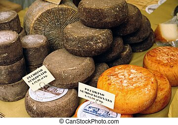 Pecorino - A beautiful choice of tuscan pecorino cheeses