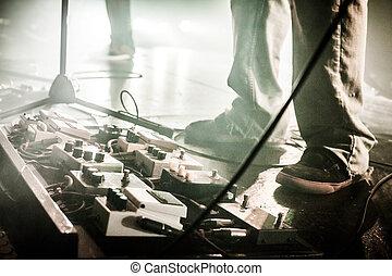 pedali, show., copyspace, luce, immagine, compiendo, chitarra, banda, vivere, basso, durante, palcoscenico