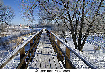 Pedestrian bridge on a clear frosty winter day. Suzdal, Russia