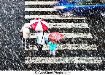 pedestrian crossing in tzhe snowstorm