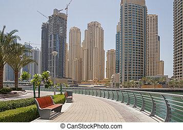 pedestrian walkway in Dubai Marina district
