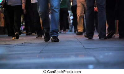 pedestrians, pieszy, na, bruk